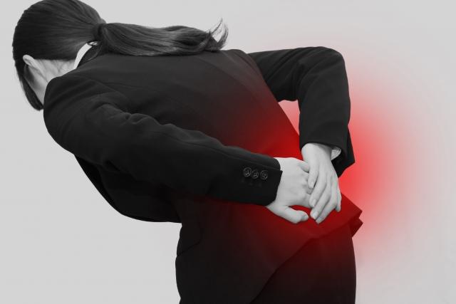 骨格の歪みや内臓の不調も腰痛の原因になります