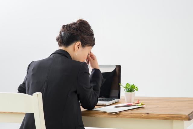 頭蓋骨の歪みや肝臓機能の低下も眼精疲労の原因になります