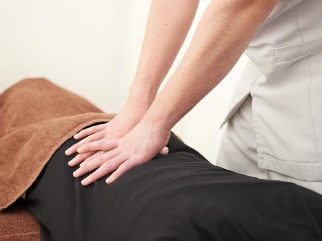 背骨を優しく揺らす施術で全身の歪みを整えて改善します