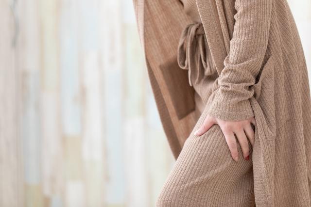 長時間のデスクワークも坐骨神経痛の原因になります