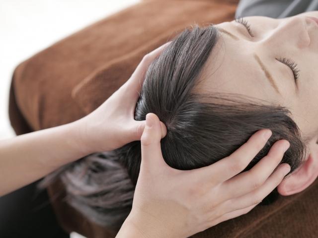 内臓調整とツボを刺激する施術で症状を改善します